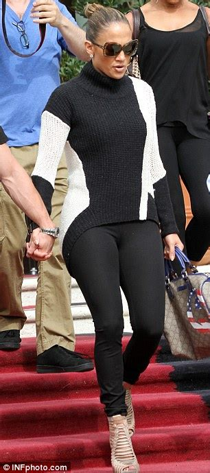 Jennifer Lopez shows off her toned legs in an short